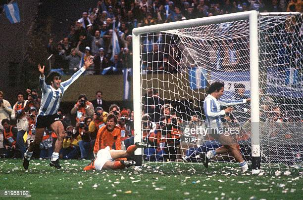 Argentinian midfielder Mario Kempes who just scored his second goal celebrates in front of forward Daniel Bertoni and Dutch defenders Wim Suurbier...