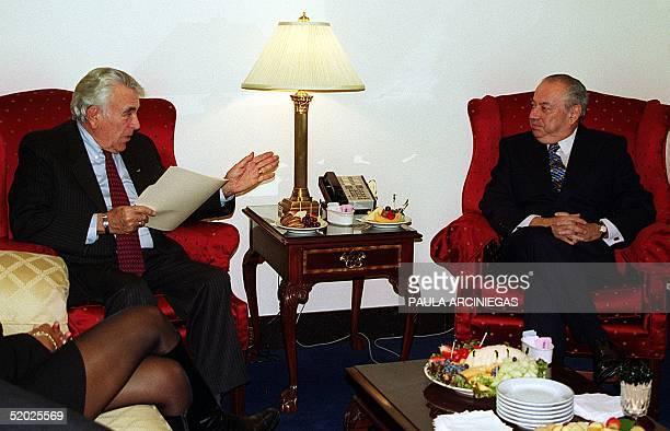 Argentinian minister of the interior Carlos Corach speaks with Benjamin Gilman 24 February in Washington, DC. El ministro argentino del Interior,...