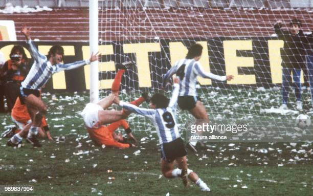 Argentinian player Mario Kempes scores the 21 lead against the Netherlands in the 1978 World Cup final which took place at River Plate Stadium in...