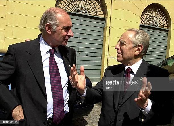 Argentinian President Fernando de la Rua and his Italian counterpart Carlo Ciampi confer in Rome 04 April 2001 De la Rua who arrived 02 April in...