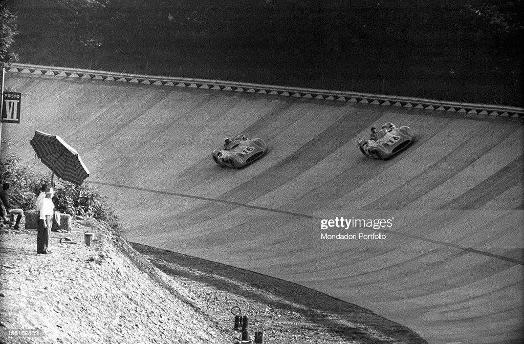Juan Manuel Fangio and Stirling Moss at the 6th Italian Grand Prix : News Photo
