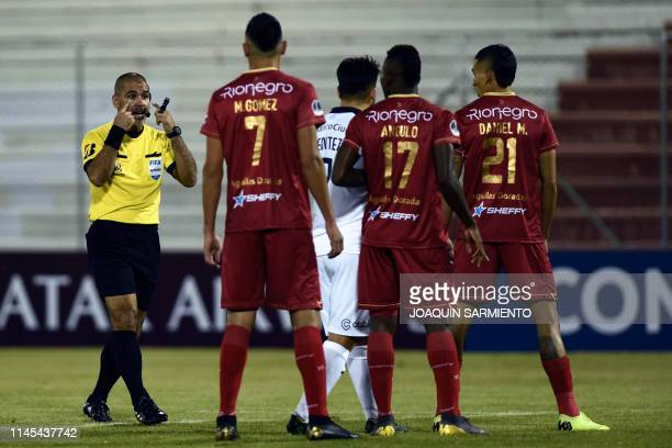 Argentinian referee Eber Aquino gestures during a Copa Sudamericana football match between Colombian Rionegro Aguilas and Argentinian Independiente...