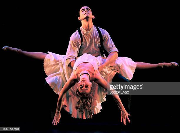 Argentinian Tango dancers of the Eleonora Cassano Company perform in Barcelona at the Coliseum theatre on October 26 2010 The show named Tango de...
