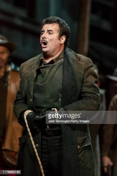 Argentinian tenor Marcello Giordani performs during the final dress rehearsal prior to the season revival of the Metropolitan Opera/Giancarlo del...