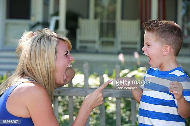 Discutir mãe e filho