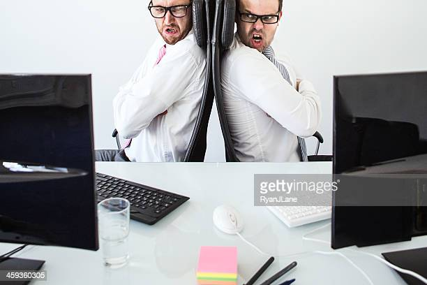 引数のオフィス - 背中合わせ ストックフォトと画像
