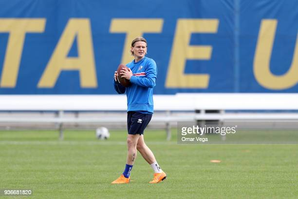 Ari Skúlason warm up during the Iceland National Team training session at CEFCU Stadium formerly known as Spartan Stadium on March 21 2018 in San...