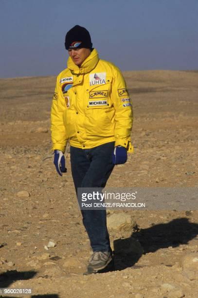 Ari Vatanen dans le désert lors du rallye ParisDakar le 5 janvier 1987 en Algérie