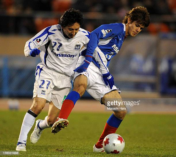 Aria Jasuru Hasegawa of Yokohama FMarinos and Hideo Hashimoto of Gamba Osaka compete for the ball during the 88th Emperor's Cup semifinal match...