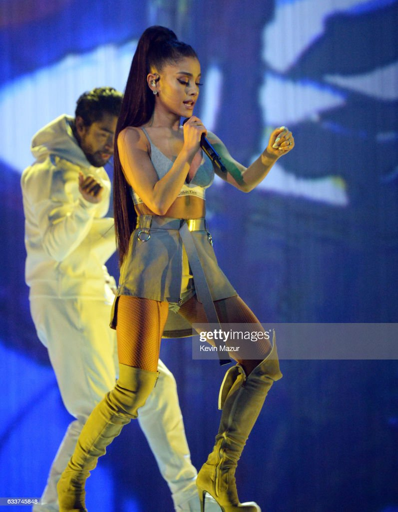 """Ariana Grande """"Dangerous Woman"""" Tour Opener - Phoenix : Nachrichtenfoto"""