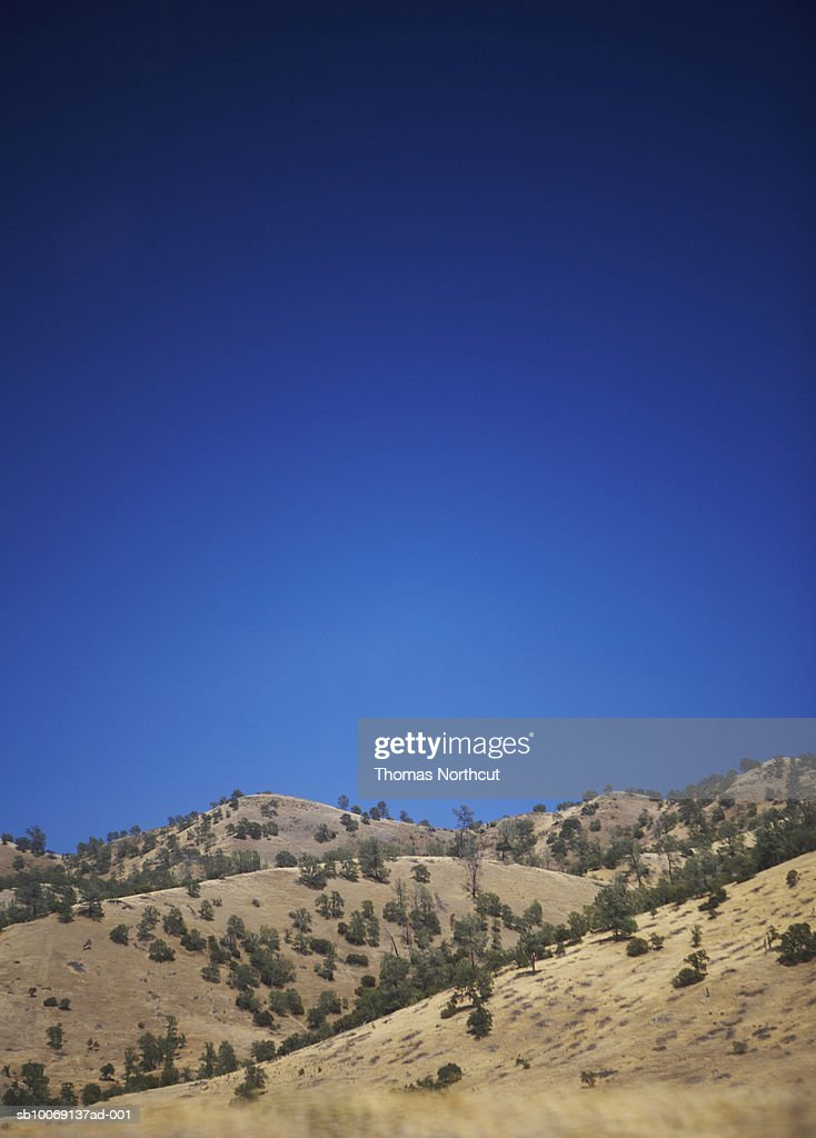 Arid climate mountains and blue sky, copy space : Stockfoto