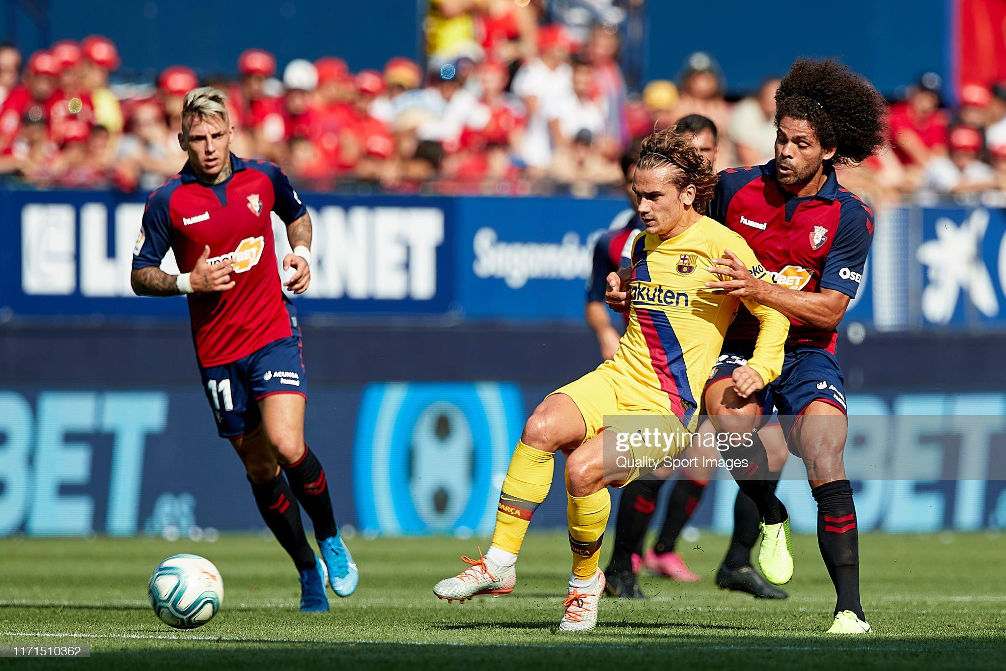 صور مباراة : أوساسونا - برشلونة 2-2 ( 31-08-2019 )  Aridane-hernandez-of-ca-osasuna-competes-for-the-ball-with-antoine-picture-id1171510362?s=2048x2048