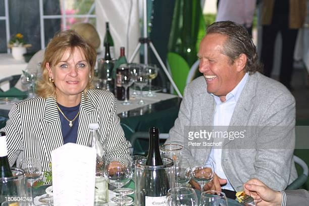 Arie Haan und Lebensgefährtin GolfGala während dem GolfTurnier für 'Uwe SeelerStiftung' Achim 'Grothenns'Gasthof Party