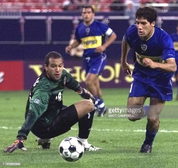 Ariel Carreno of Boca Juniors from Argentina dribbles past New York/New Jersey Metrostars' Goalkeeper Tim Howard for a goal in the first half 19 June...
