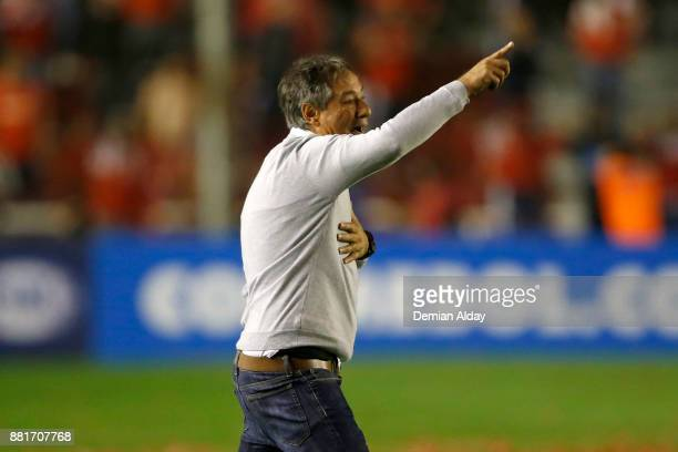 Ariel Holan coach of Independiente gestures during a second leg match between Independiente and Libertad as part of the semifinals of Copa CONMEBOL...