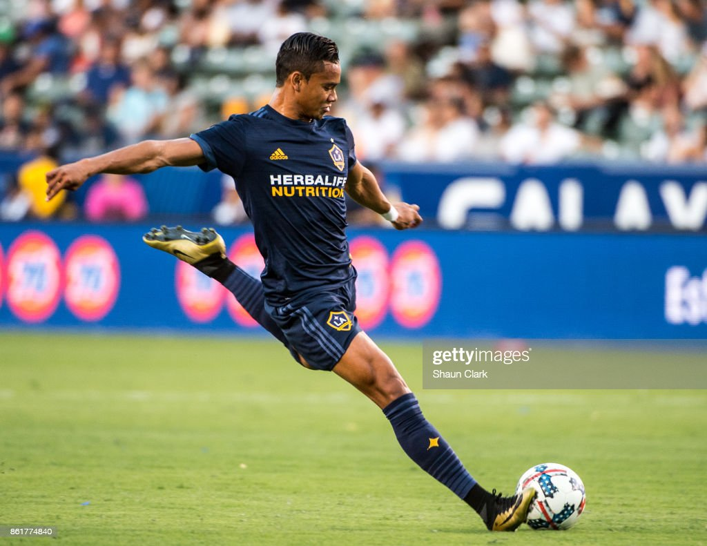 Ariel Lassiter #15 of Los Angeles Galaxy takes a shot during the Los Angeles Galaxy's MLS match against Minnesota United at the StubHub Center on October 15, 2017 in Carson, California. Los Angeles Galaxy won the match 3-0