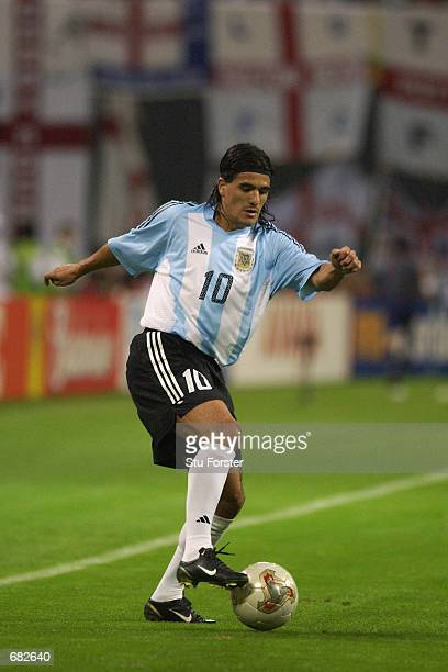 Ariel Ortega of Argentina runs with the ball during the FIFA World Cup Finals 2002 Group F match between England and Argentina played at the Sapporo...