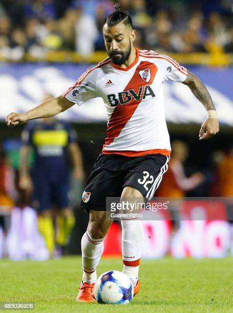 Ariel Rojas of River Plate drives the ball during a match between Boca Juniors and River Plate as part of Torneo Primera Division 2016/17 at Alberto...
