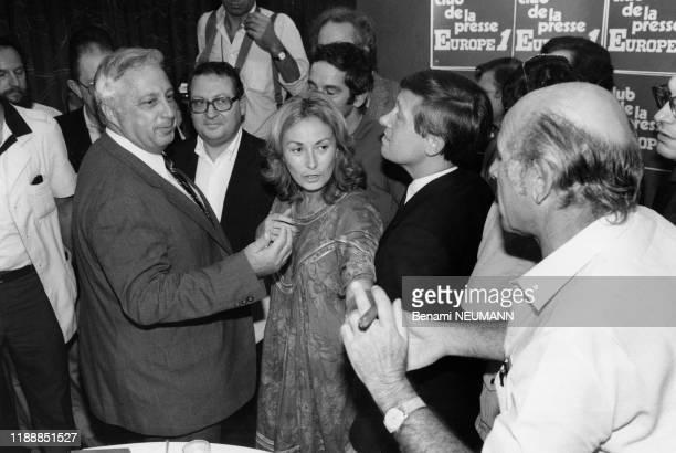 Ariel Sharon invité de l'émission du 'Club de la Presse' sur Europe 1 en compagnie des journalistes Alain Duhamel et Gérard Carreyrou le 29 septembre...