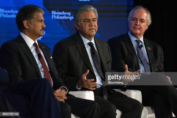 Arif Naqvi chief executive officer of Abraaj Capital Ltd center speaks while Anand Mahindra chairman of Mahindra Mahindra Ltd left and Paul Polman...