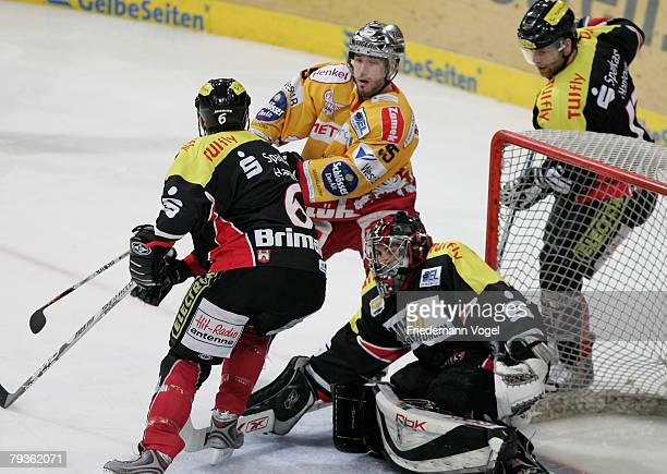 Aris Brimanis Alexander Jung Nikolaus Mondt of Hanover and Brandon Reid of DEG fight for the puck during the DEL match between Hannover Scorpions and...