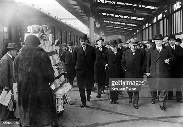 Aristide Briand est à la gare en partance pour Genève à Paris France le 12 janvier 1930