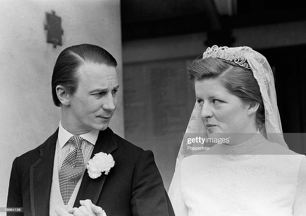 Aristocracy. Personalities. pic: 20th April 1978. Lady Jane Spencer (the sister of Diana, Princess of Wales) to Robert Fellowes in London. : News Photo