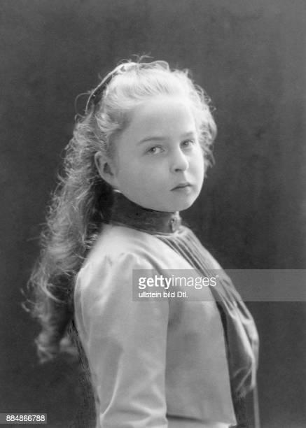Aristokratin aus dem Hause Hohenzollern Ehefrau von Heinrich XXXIII Reuß zu Köstritz Portrait im Alter von etwa 10 Jahren Erich Sellin...
