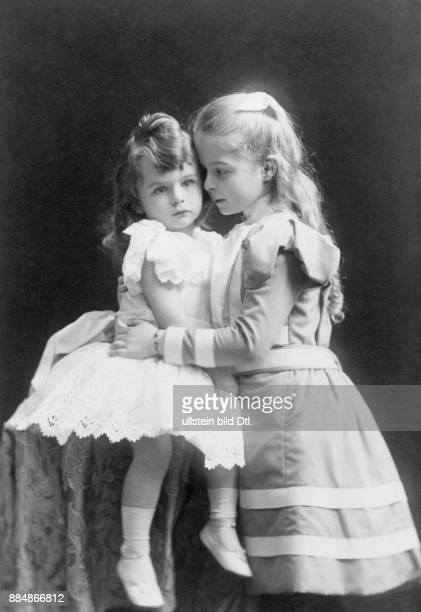 Aristokratin aus dem Hause Hohenzollern Ehefrau von Heinrich XXXIII Reuß zu Köstritz Portrait im Alter von etwa 10 Jahren mit ihrem Bruder Friedrich...