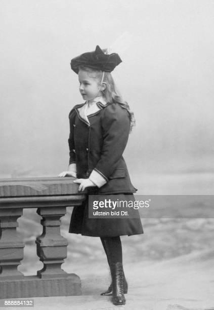 Aristokratin aus dem Hause Hohenzollern Ehefrau von Heinrich XXXIII Reuß zu Köstritz Portrait im Alter von etwa 7 Jahren Erich Sellin...