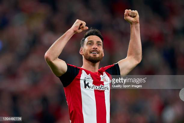 Aritz Aduriz of Athletic Bilbao celebrates the victory at the end of the Copa del Rey Quarter Final match between Athletic Bilbao and FC Barcelona at...