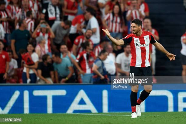 Aritz Aduriz of Athletic celebrates after scoring his sides first goal during the Liga match between Athletic Club and FC Barcelona at San Mames...