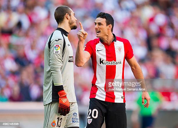 Aritz Aduriz of Athletic Club argues with Pau Lopez of RCD Espanyol during the La Liga match between Athletic Club and RCD Espanyol at San Mames...