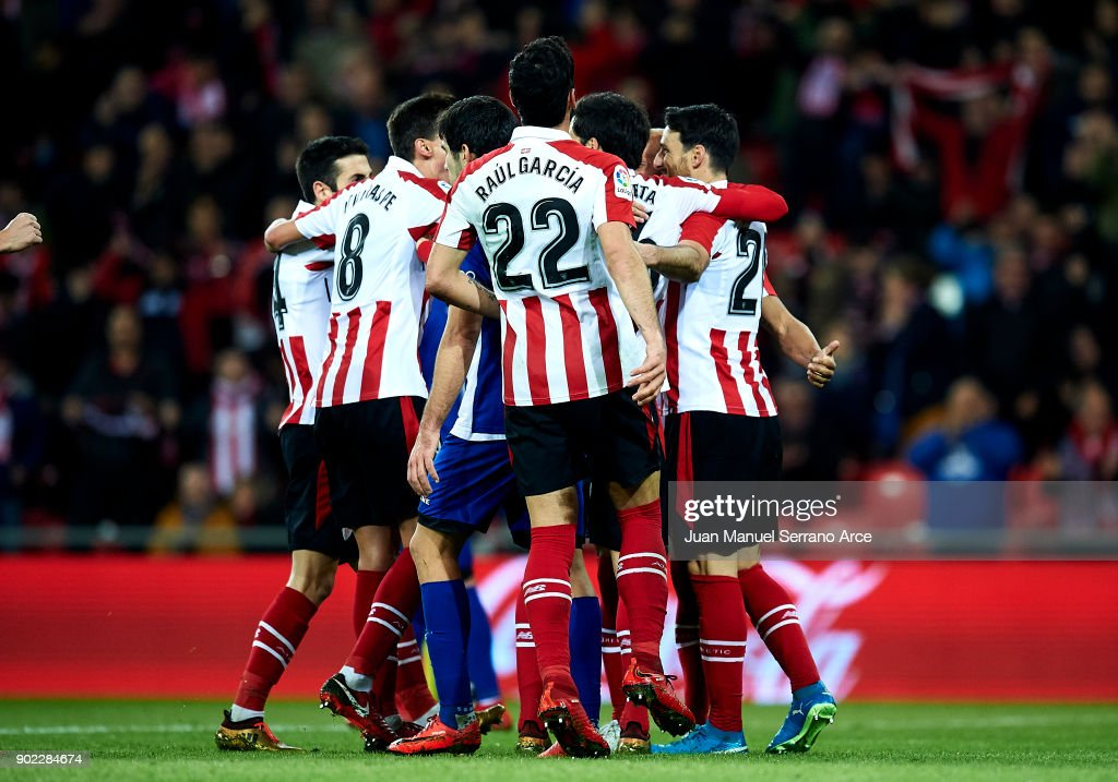 Aritz Aduriz of Athletic Club celebrates after scoring his team's second goal during the La Liga match between Athletic Club Bilbao and Deportivo Alaves at San Mames Stadium on January 7, 2018 in Bilbao, Spain.