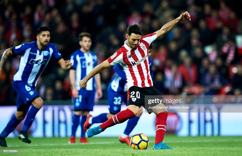 Aritz Aduriz of Athletic Club scoring his team's second goal during the La Liga match between Athletic Club Bilbao and Deportivo Alaves at San Mames Stadium on January 7, 2018 in Bilbao, Spain.