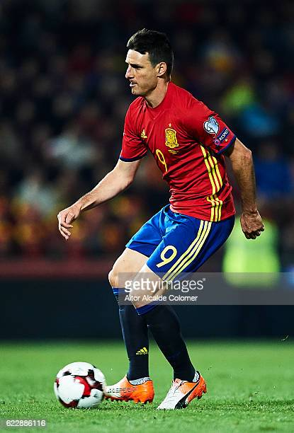 Aritz Aduriz of Spain in action during the FIFA 2018 World Cup Qualifier between Spain and FYR Macedonia at Estadio Nuevos los Carmenes on November...