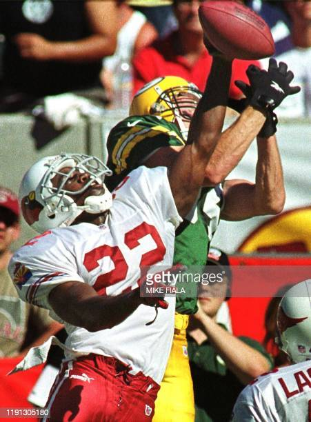 Arizona Cardinals' cornerback Tom Knight breaks up a pass to Green Bay Packers' wide receiver Bill Schroeder during the third quarter 24 September...