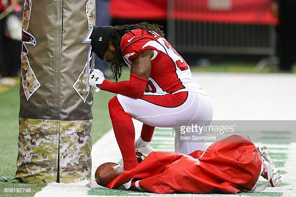 Arizona Cardinals free safety DJ Swearinger takes a knee and prays before the NFL game between the Arizona Cardinals and the Atlanta Falcons on...
