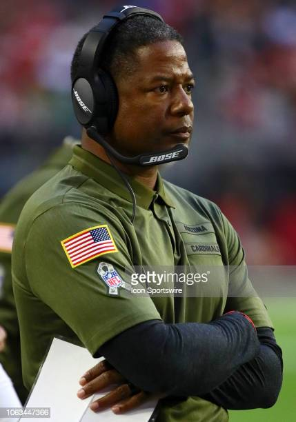 Arizona Cardinals head coach Steve Wilks stands on the sideline during the NFL football game between the Arizona Cardinals and the Oakland Raiders on...