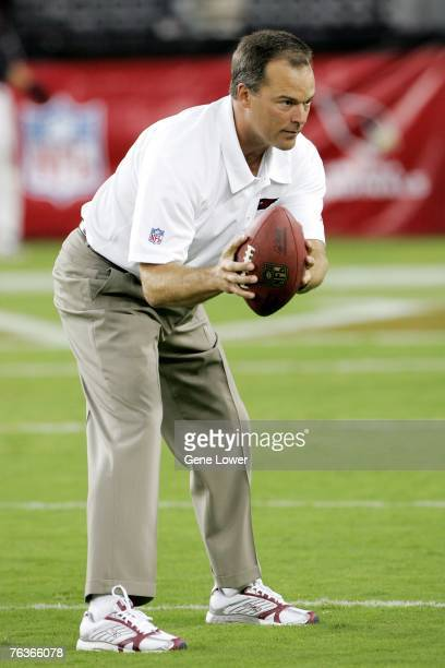 Arizona Cardinals linebacker coach Billy Davis runs drills before a game against the San Diego Chargers at the University of Phoenix Stadium on...