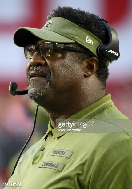 Arizona Cardinals Offensive Line Coach Ray Brown stands on the sideline during the NFL football game between the Arizona Cardinals and the Oakland...