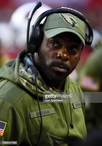 Arizona Cardinals Running Backs Coach Terry Allen stands on the sideline during the NFL football game between the Arizona Cardinals and the Oakland...