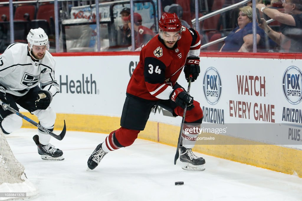 NHL: SEP 18 Preseason - Kings at Coyotes : News Photo