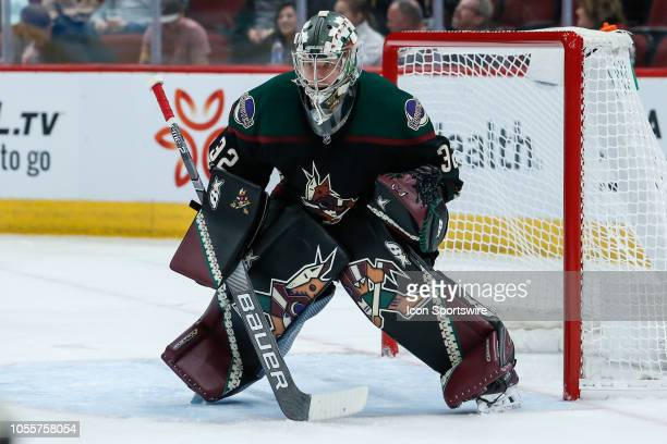 Arizona Coyotes goaltender Antti Raanta looks for the puck during the NHL hockey game between the Tampa Bay Lightning and the Arizona Coyotes on...