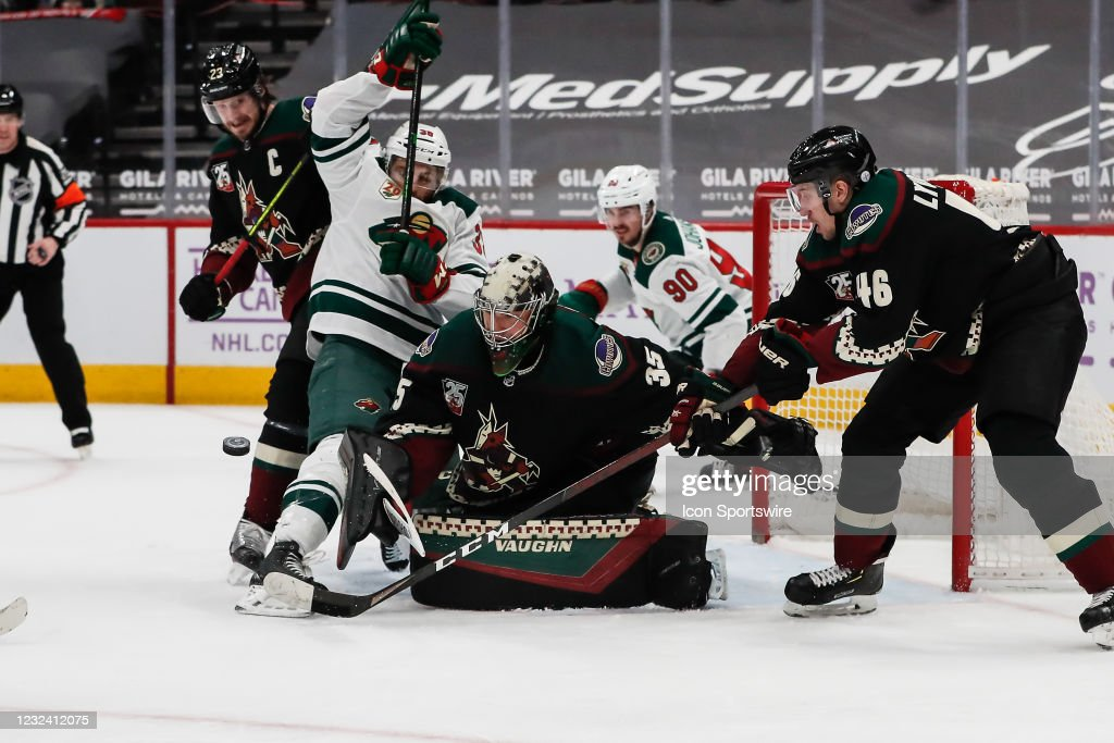NHL: APR 19  Wild at Coyotes : News Photo