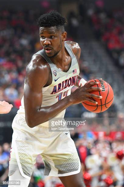 Arizona forward Deandre Ayton looks to attack the basket during the championship game of the mens Pac12 Tournament between the USC Trojans and the...