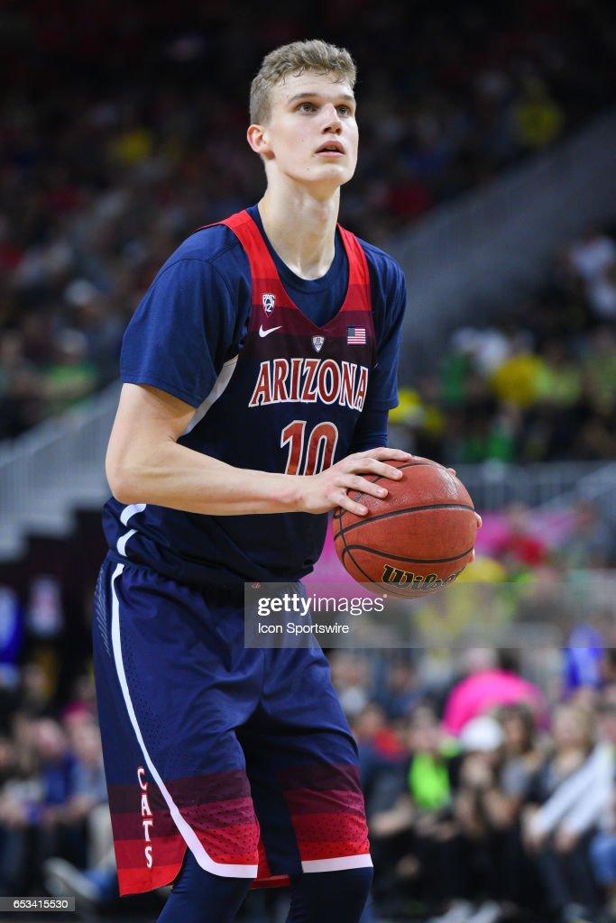 COLLEGE BASKETBALL: MAR 11 PAC-12 Tournament - Oregon v Arizona : News Photo