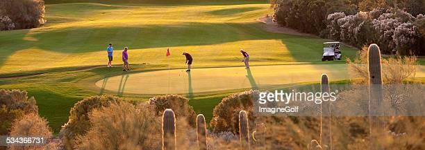 アリゾナのゴルフのフェアウェイ