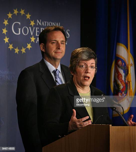 Arizona Governor Janet Napolitano Chairwoman of the National Governors Association speaks during a news briefing with NGA Vice Chairman and Minnesota...