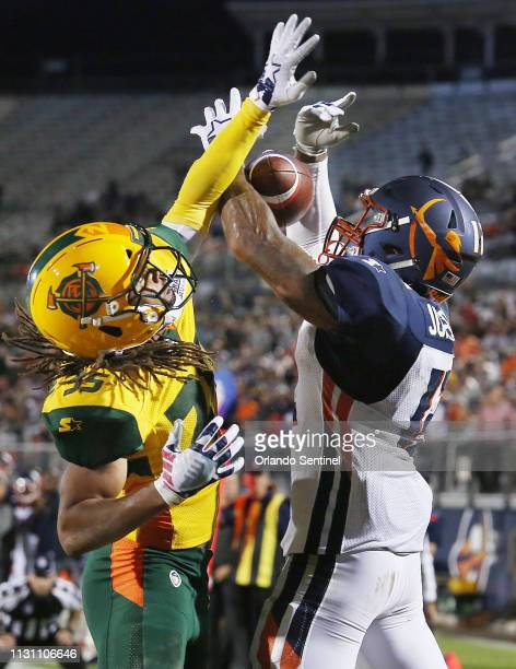 Arizona Hotshots defensive back Shaq Richardson knocks the ball away from Orlando Apollos wide receiver Charles Johnson right during an Alliance of...